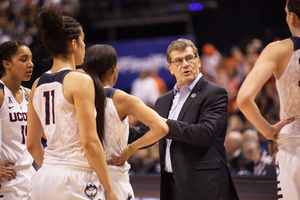Syracuse hopes to end UConn's record 108-game winning streak on Monday.